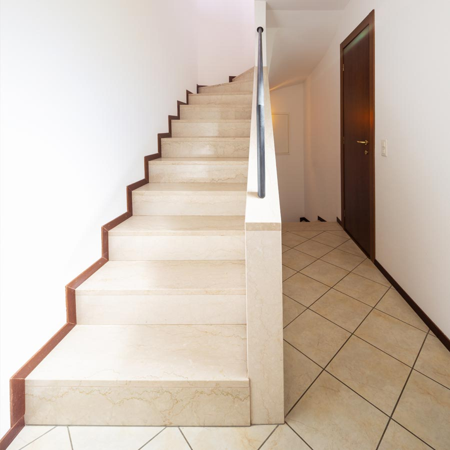 Treppe und Flur Steinzeug und Fliesen